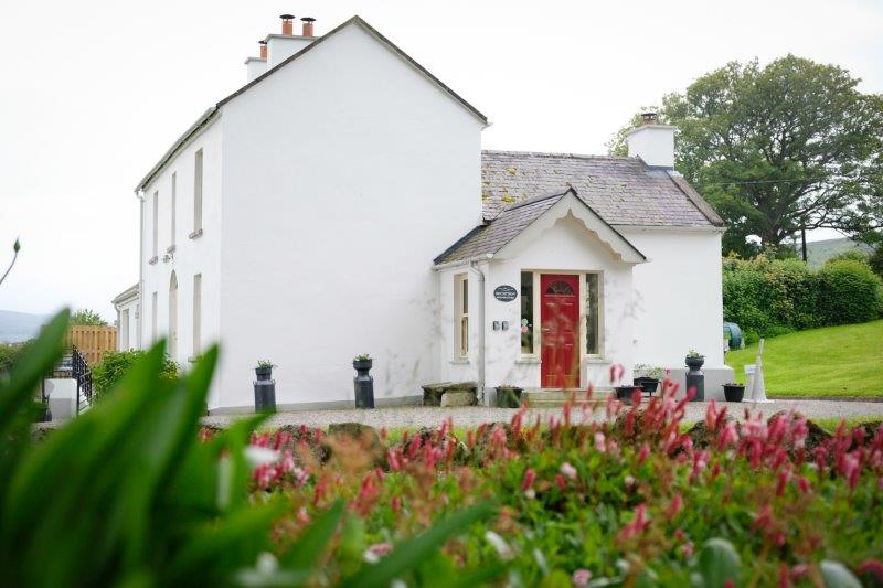 Abhainn Ri Farmhouse Exterior