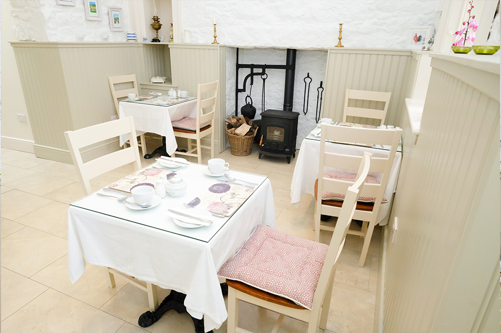 Kitchen table at Abhainn Ri, Photo 2
