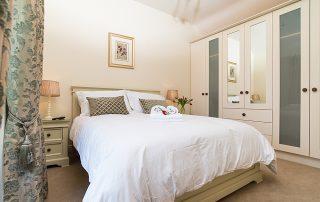 Modern B&B Bedroom in Abhainn Ri